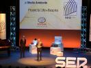 Figura 5.  Jesús Miguel Santamaría recogiendo el premio.  Créditos:  Universidad de Navarra